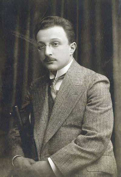 Vyro su pensnė portretas