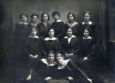 Petrogrado A. Jastžembskos mergaičių gimnazijos lenkų skyriaus gimnazistės