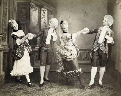 Dvi aukštuomenės šokėjų poros