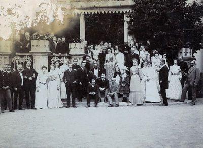 Vaitkuškio dvarininkas Kazimieras Kosakovskis su artimaisiais ir svečiais
