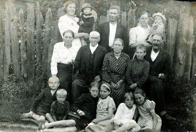 Salantiškis Kazys Kličius su žmonos giminėmis
