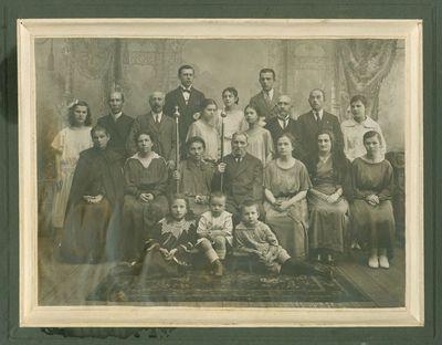 Jono ir Eleonoros Piaseckų auksinės vestuvės. Visa giminė.