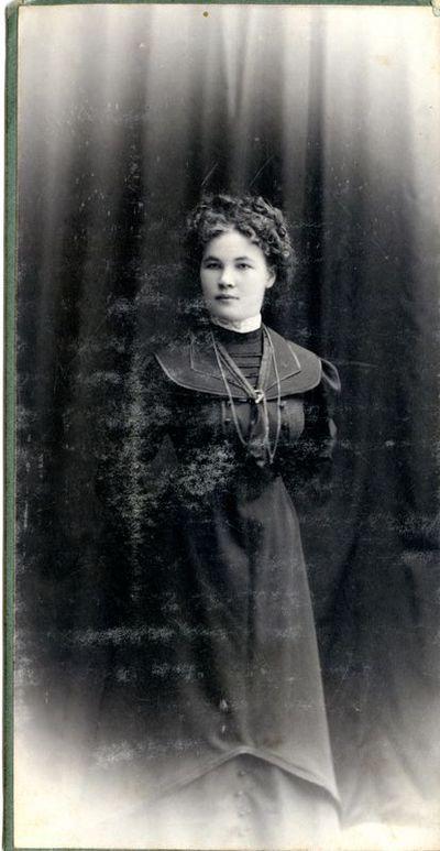 Papilės mokytoja S. Šičkaitė - Žygelienė.
