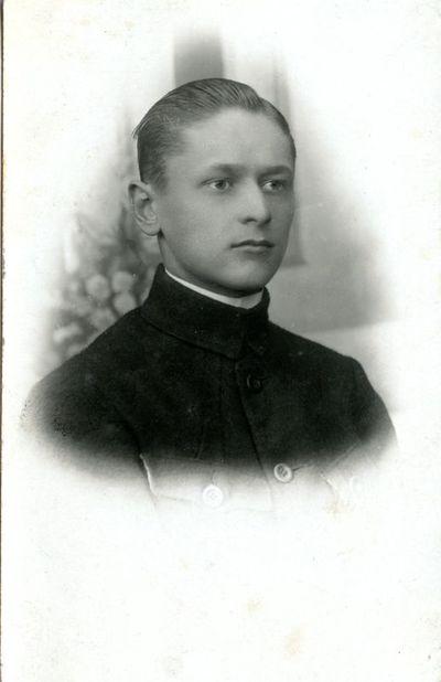 Mokytojas V. Sarapinas
