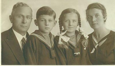Elvyros Glemžaitės Dulaitienės šeima Klaipėdoje