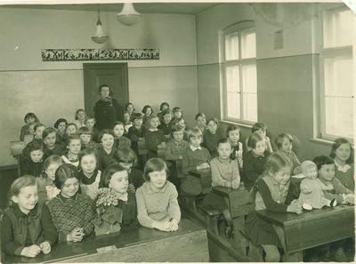 Elvyra Glemžaitė Dulaitienė su mokiniais