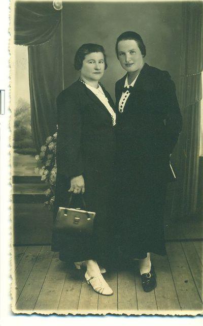 Julija Apšegienė ir Ona Aleksienė