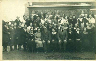 Namų ūkio ruošos kursų lankytojai ir lektoriai Kupiškyje
