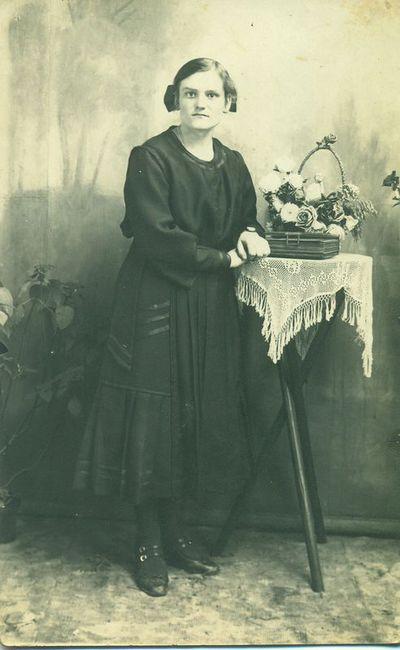 Gindvilių k. mokytoja Ona Stuknytė