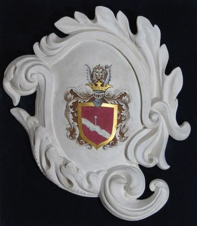 Gipsinis kartušas su bajorų Rachozų giminės herbu