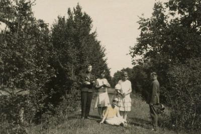 Gražutė Šlapelytė su draugėmis ir lakūnais Fredoje