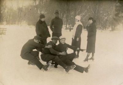 Gražutė Šlapelytė su draugais Bernardinų sodo čiuožykloje