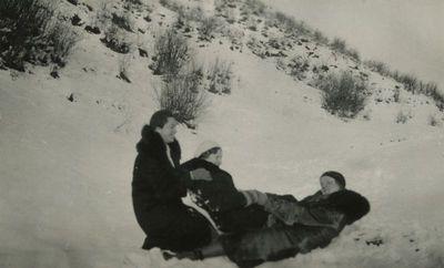 Gražutė Šlapelytė su draugėmis džiaugiasi žiema