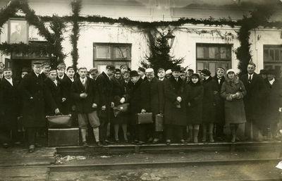 Latvių studentus sutinka stotyje dotnuviečiai
