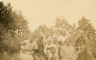 Gražutė Šlapelytė su pulku žmonių Kačerginėje