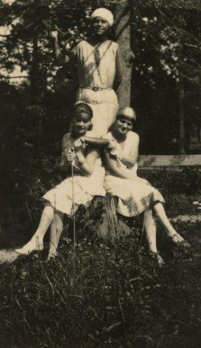 Gražutė Šlapelytė su dviem draugėmis Fredoje