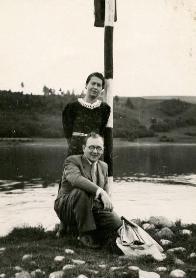 Gražutė Šlapelytė ir Aloyzas Sirutis prie Nemuno
