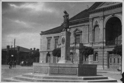 Klaipėda. Naujojo turgaus (dabar Teatro) aikštė ir fontanas Simonui Dachui atminti