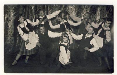 Anykščių vidurinės mokyklos moksleiviai šokėjai