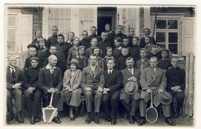 Anykščių vidurinės mokyklos moksleiviai ir mokytojai