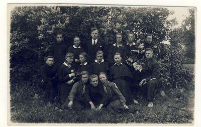 Anykščių vidurinės mokyklos 1932–1933 mokslo metų laida