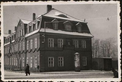 Klaipėdos muitinės pastatas, papuoštas švenčiant Lietuvos valstybės atkūrimo dvidešimtmetį