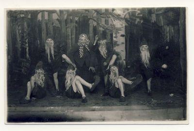 """Anykščių progimnazijos moksleivių spektaklis """"Dvylika brolių, juodvarniais lakstančių"""