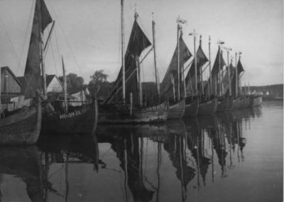 Kuršių nerija. Žvejų laivai (kurėnai) Nidos žvejų uoste