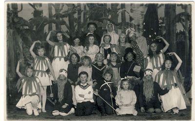 """Anykščių pradžios mokyklos mokinių spektaklis """"Lėlės"""