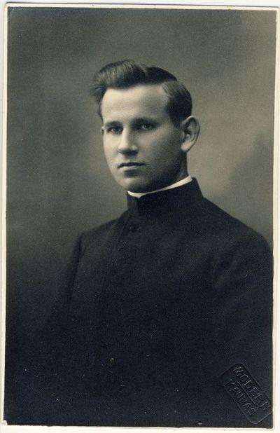 Kunigas V. Puidokas