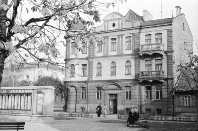 Kaunas. Naujamiestis. Gyvenamasis namas  J. Janonio aikštėje