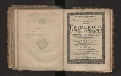A Domino factum est istud, & est Mirabile, Serenissimo Ac Potentissimo Principi & Domino, Domino Friderico, Regi Bohemiæ, Comiti Palatino Ad Rhenum, S. R. Imperii Septemviro, Duci Bavariæ, Marchioni Moraviæ, Duci Silesiæ & Lucemburgi, Marcchioni Lusatiæ, &c. Vratislaviam Silesiorum Metropolin XXIII. Februarii M. DC. XX. feliciter Ingredienti; Domino meo Clementißimo, Hasce humilimi Cultus Arrhas ad Bonæ Famæ & Memoriæ Aras pono Petrus Titius Phil. & Med. D.
