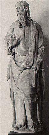 Escultura de vulto pleno, em calcário, representando São Paulo. Apresenta-se em pé, com cabeleira pelas costas longa e ligeiramente ondulada, e barba igualmente longa e bifurcada; o rosto define-se por olhos rasgados, nariz afilado, lábios escondidos por farto bigode e malares salientes. Veste túnica longa, ablusada na cintura por um cinto de couro; tem um manto sobre o ombro esquerdo, trespassado na frente, e calça sandálias. Segura na mão esquerda uma longa espada invertida, seu atributo pesso...