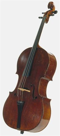 Violoncelo Stradivarius. Pertenceu ao rei D. Luís I (1838-1889) e é o único instrumento com a assinatura do construtor Antonio Stradivari em Portugal. Cordofone, com cavalete, com braço, friccionado com arco; quatro cordas. Possui um tampo de duas metades em pinho de Flandres de veio largo; costilhas e costas de duas metades em ácer; filete duplo; cabeça em voluta, provavelmente não original, rematando o cravelhal com quatro cravelhas e aberturas acústicas em f.