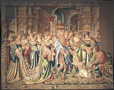 A Tapeçaria mostra o episódio da adopção de Édipo pelos reis de Corinto. Em primeiro, ao centro vê-se a Rainha Mérope que oferece um fruto a um menino - Édipo criança -, que corre para ela, fugindo dos braços de um homem - o pastor Forbas, ajoelhado à direita. Junto da rainha, está o rei Pólibo com ceptro e turbante coroado. Mérope é aqui representada em todo o esplendor da sua beleza realçada pelo traje de sofisticadas mangas, belíssimos tecidos e, sobretudo, pela grande beleza do longo manto ...