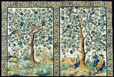 Painel de azulejos duplo (11x17) polícromo nas cores azul, amarelo, verde, ocre e maganês. Dupla cena bucólica figurando do lado esquerdo uma árvore com aves pousadas, debaixo da qual se abrigam um flautista acompanhado por um cão e cinco bodes. Na cena da direita, árvore idêntica debaixo da qual se abrigam duas personagens humanas e quatro bodes. A cercadura de ramos espinhosos ondulantes terminando em flores, que limita em cima e lateralmente o painel, divide-o também ao meio individualizando...