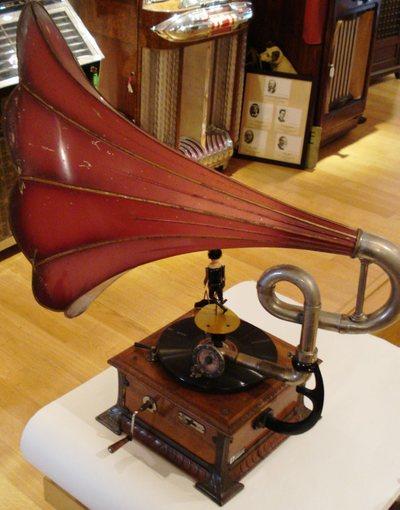 Phonographe bras coudé