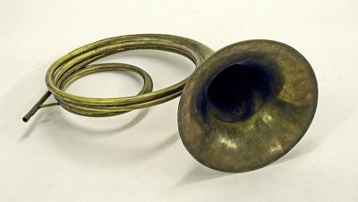 Orchestral hand horn. Nominal pitch: