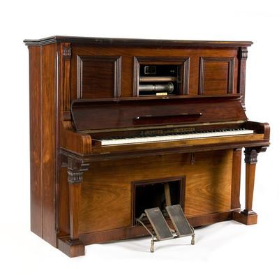 Autopiano of pneumatische piano met kruk en 22 geperforeerde rollen