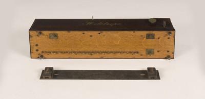 Piano-player met geperforeerde kartonnen repen