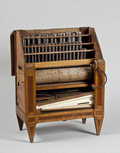 Draaiorgel met cilinder en driedelig fluitregister