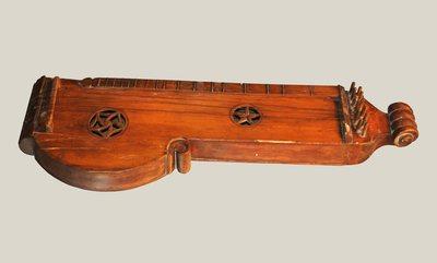 Tambourin à cordes - Cithare à cordes frappes