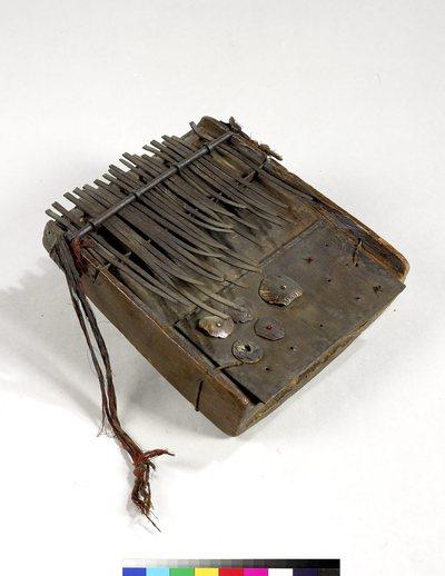 Lamellophone sur caisse (lames métal)