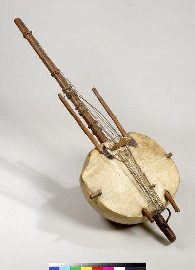 Harpe-luth à 8 cordes