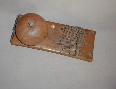 Lamellophone sur planche (lames métal)