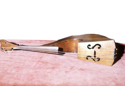 Violon expérimental à 3 cordes (forme lyre)