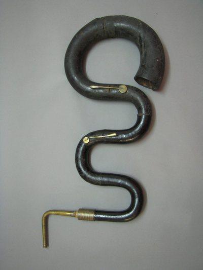 Serpent courbé à 2 clefs