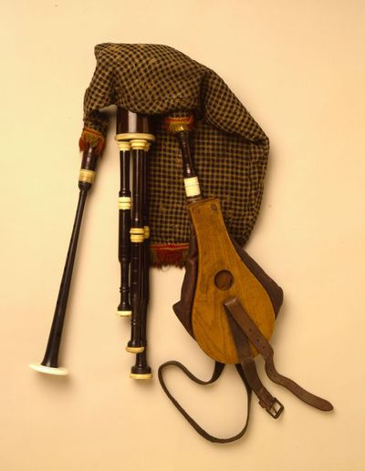 Bagpipes (half-long pipes)