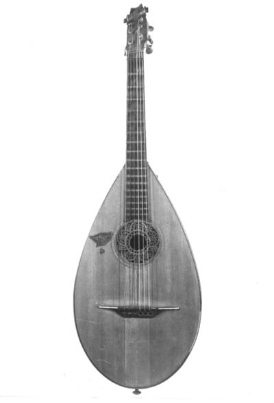 Gitarre in Lautenform