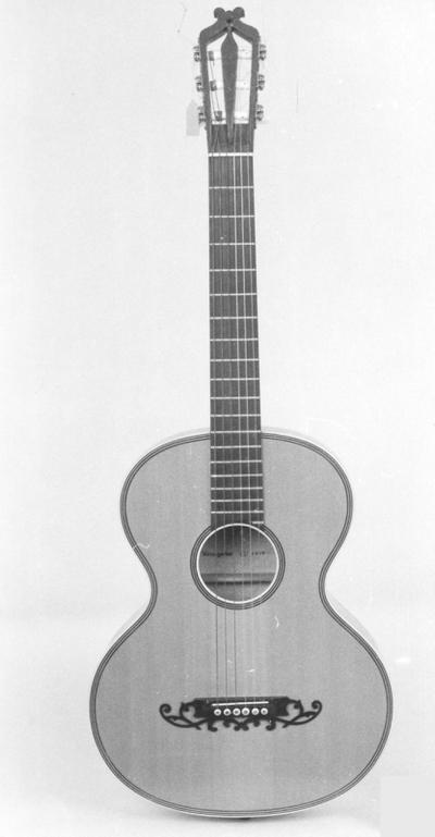 Gitarre Wiener Modell